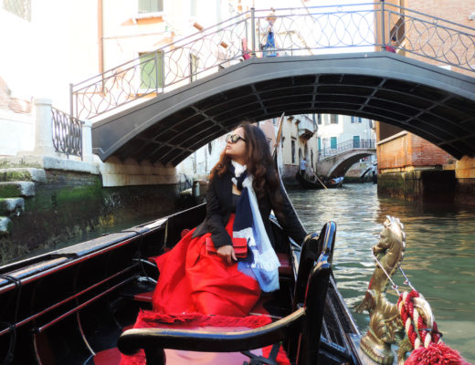 Pose in Venice Gondola